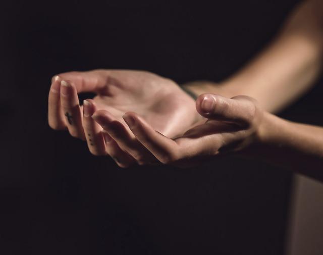 爪の縦線が示す病気の兆候と改善するための方法7つ