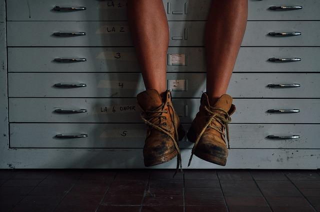 右足のしびれに隠された怖い病気の兆候と対処法6つ