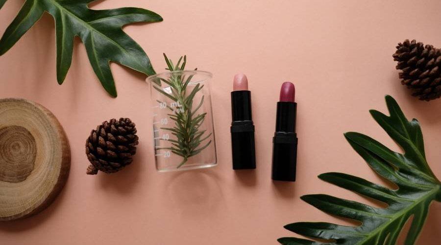 Rekomendasi Lipstik Terbaik yang Tidak Membuat Bibirmu Menjadi Hitam