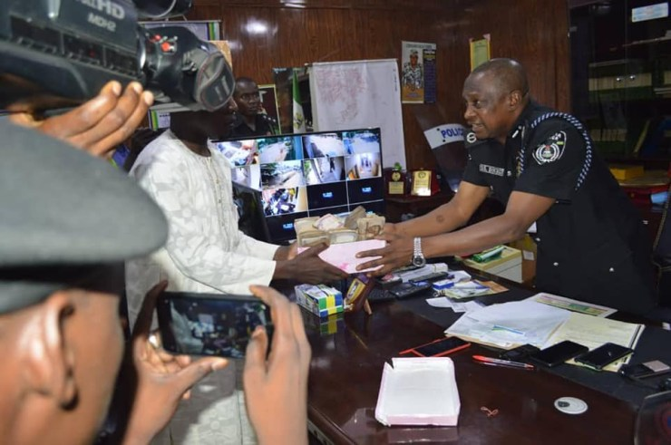 Policeman returns N1.2m recovered at accident scene to family of deceased victim in Kano