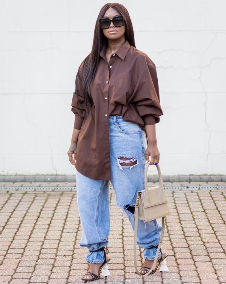 brown oversized shirt and ripped jeans stylerave