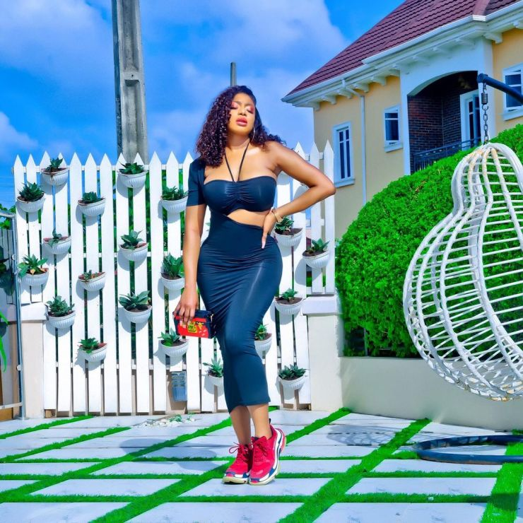 Chika Ike- Looking Sassy And Sunkissed