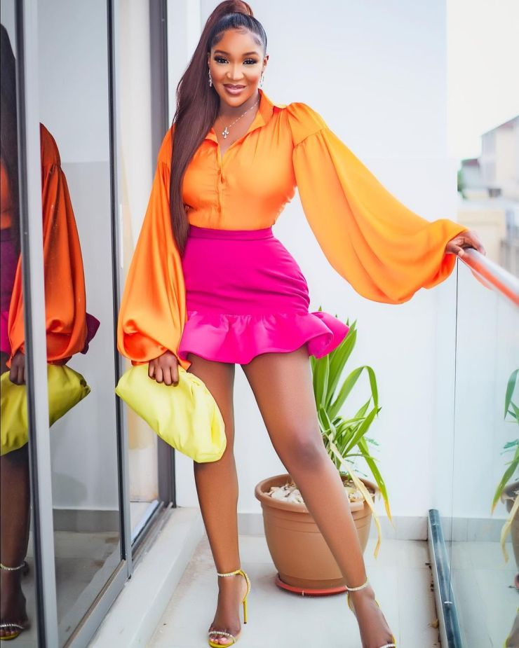 Idia Aisien- Looking Colourful And Pretty