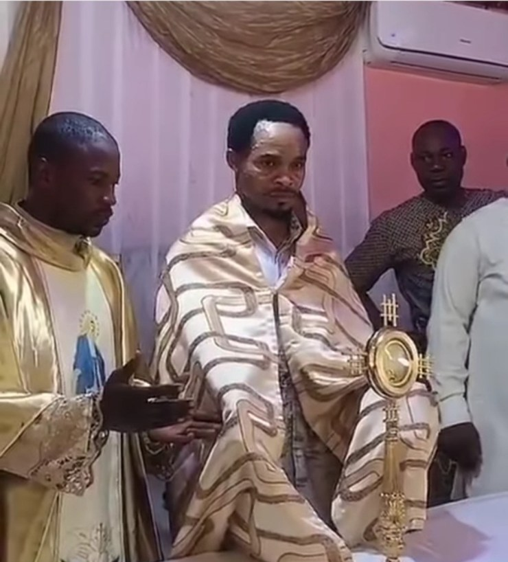 Outrage as Odumejeje is seen lifting the Catholic