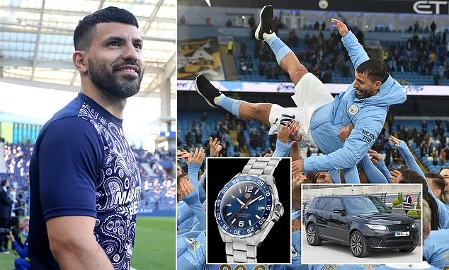 Sergio Aguero handed out raffle tickets to all of Manchester City