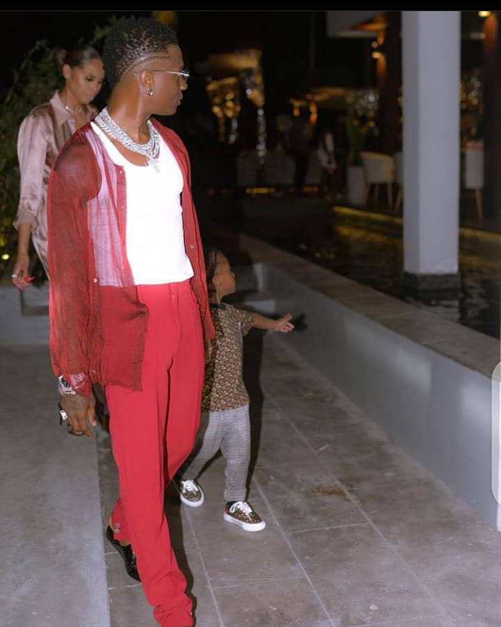 Wizkid taking a walk with his daughter