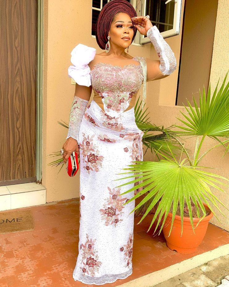 Shaffy Bello- Rocking A Chic Outfit