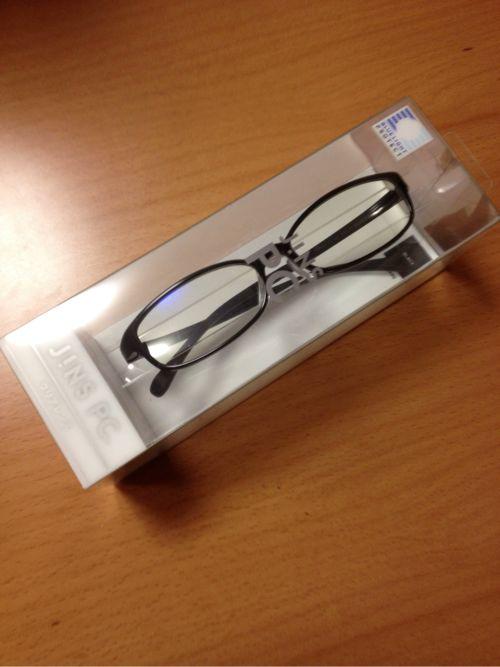 目指せメガネ男子!JINSのブルーライトに効果アリの話題のPCメガネを買ってみた!