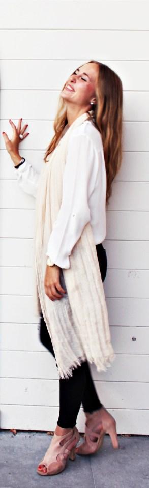 Pants: Zara // Blouse: H&M// Scarf: Zara// Shoes: Benoîte C