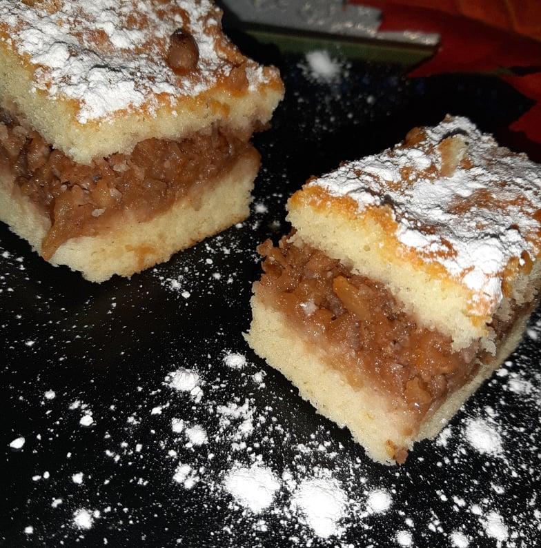 prăjitură turnată cu mere și nuci
