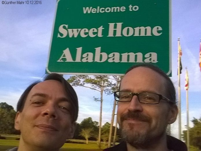 US Welcome Sign Selfie Roadtrip