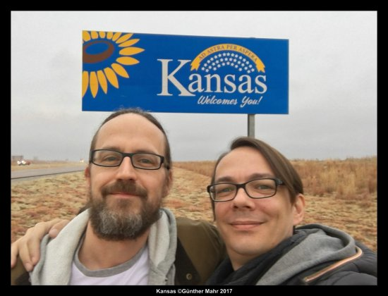 Welcomesign Kansas Selfie
