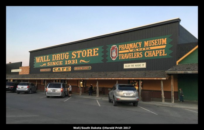 USA Road Trip Quer Etappen Wall Drug Store
