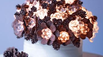 Decorazioni natalizie fai da te: Bouquet di pigne luminose