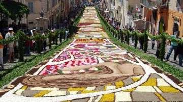 Infiorata di Genzano di Roma: nutrire la pace