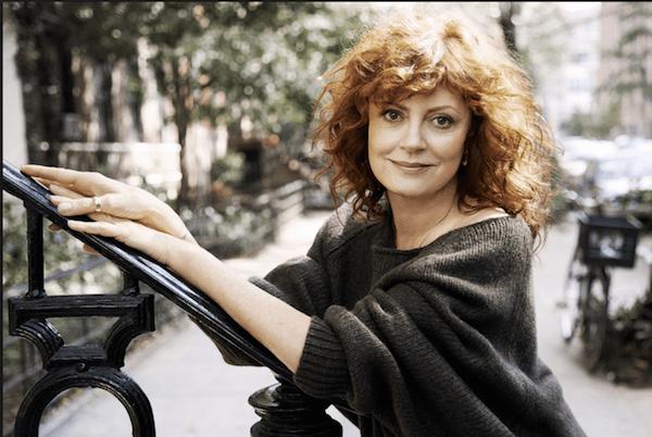 Susan Sarandon in un maxi pullover