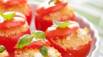 Piatti freddi: pomodori freddi ripieni di cous cous