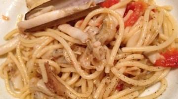 Primi piatti estivi: Bucatini al profumo di mare con pangrattato