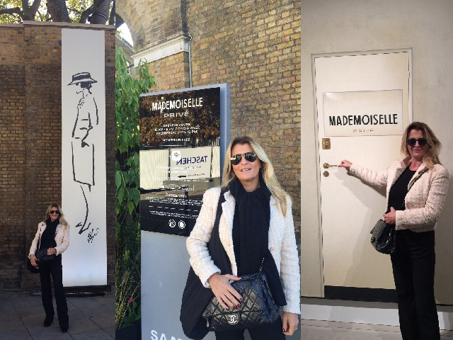 Francesca Mura alla mostra Mademoiselle Privé alla Saatchi Gallery di Londra