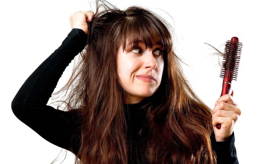 La caduta dei capelli è una questione che affligge e accomuna uomini e  donne e si intensifica maggiormente in Autunno 5369c5050a47