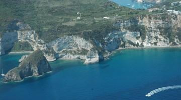 Vacanza a Ponza: come godersi la regina delle Isole Pontine