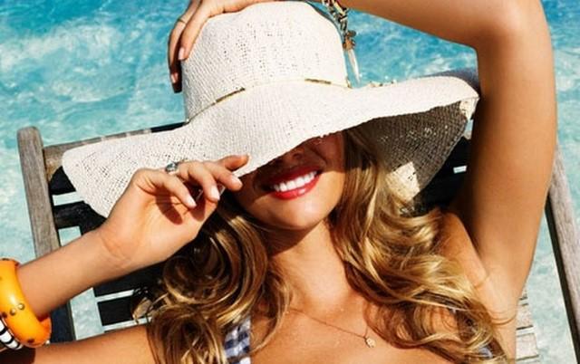 Come proteggere i capelli d'estate