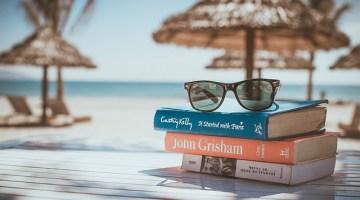 Libri sotto l'ombrellone: le novità dell'estate tra romanzi e guide turistiche
