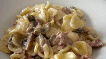 Primi piatti: Orecchiette salsiccia e funghi porcini