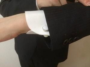 メンズノーカラースーツ袖口