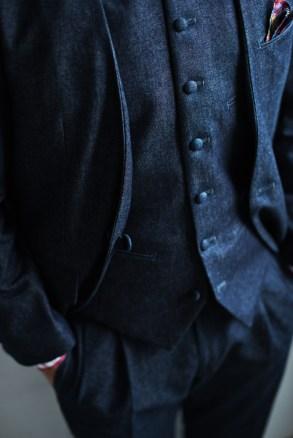 デニムスーツの表地でくるんだクルミ釦のスタイル|lifestyleorder
