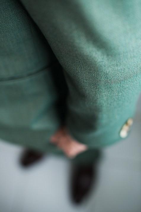 グリーンでカジュアルなノーカラータイプのスリーピース新郎衣装|lifestyleorder