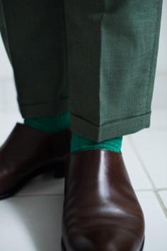 カジュアルな新郎衣装に合わせるカラーソックススタイル|lifestyleorder