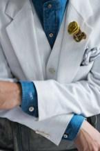 リゾートウェディングに合わせた白と青を基調にしたリネン素材の新郎衣装 lifestyleorder