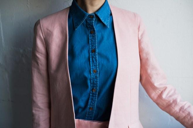 胸元から裾にかけて美しい曲線を描くレディースのオーダーメイドスーツ|lifestyleorder
