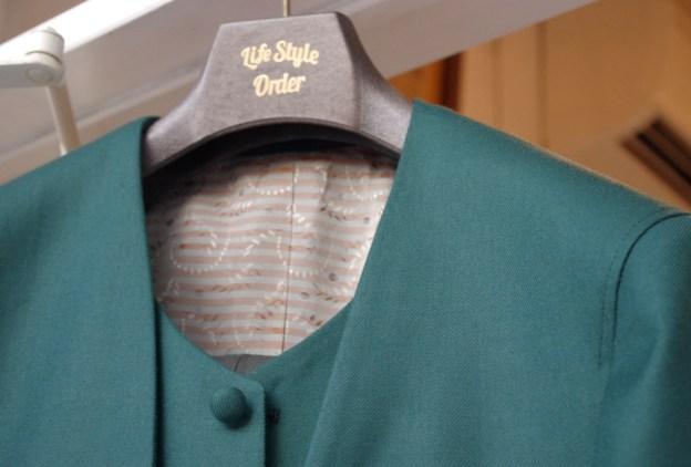 グリーンノーカラースーツ