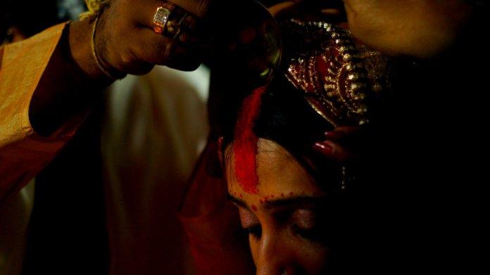 हिंदू शादीशुदा औरतें सिंदूर क्यों लगाती हैं
