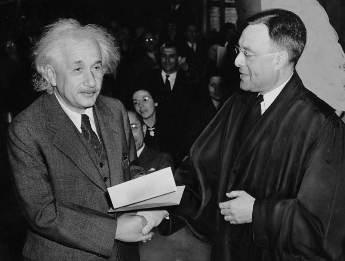 बच्चे का दिमाग़ आइंस्टाइन जैसा बनाइए