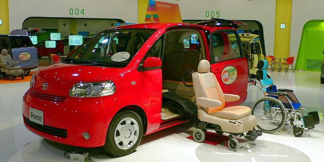 Toyota_Porte(2005 welfare spec) photographed in MEGAWEB