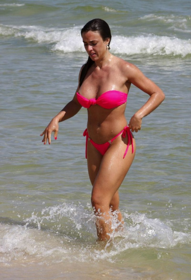 11-23-09 Rio de Janeiro, Brazil Sexy Nicole Bahls, former 'daughter-in-law' of Luma de Oliveira, who is claiming she is not pregnant of female entrepeneur's son, was spotted with her amazing bikini body enjoying the Pepe beach, in Rio. NON-EXCLUSIVE PIX by Flynet ©2009 818-307-4813 Nicolas