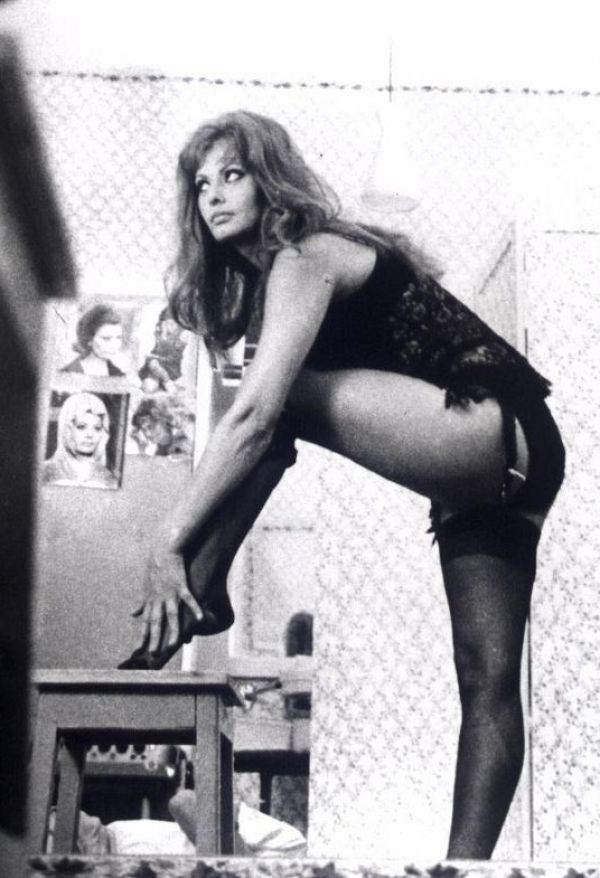 Sexy Sophia Loren 39