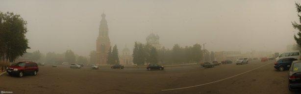 Центр города Бронницы. Дым от торфяников. День города 2010