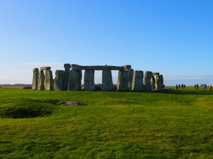 stonehenge-photo-sunny-day