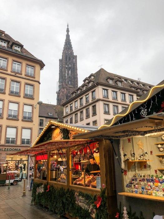 marche de noel de strasbourg chalet - strasbourg christmas market stall near the cathedral