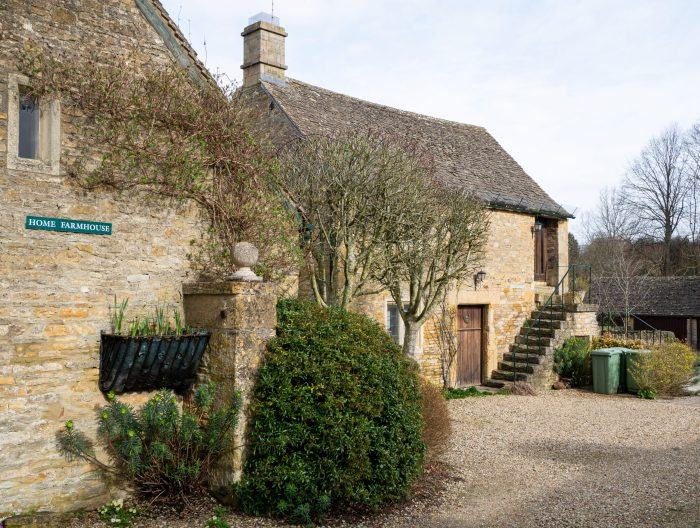 upper slaughters home farmhouse in the cotswolds