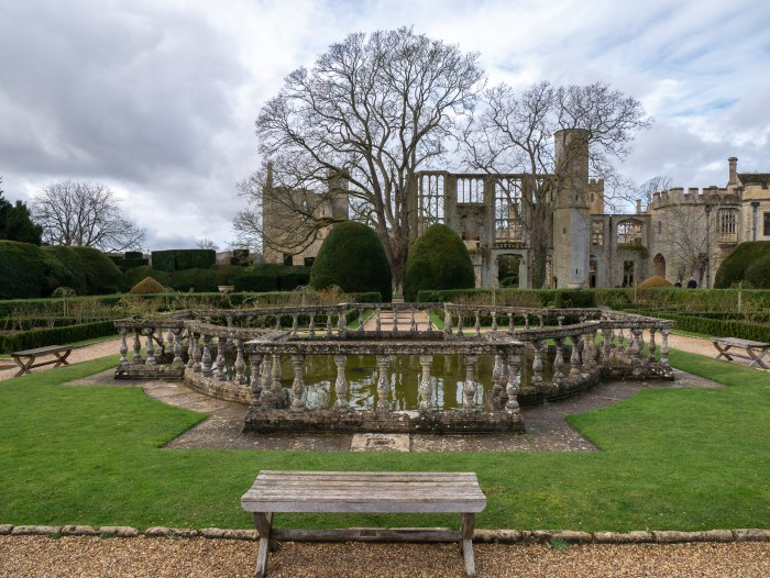 queens garden sudeley castle with a view of the banqueting hall