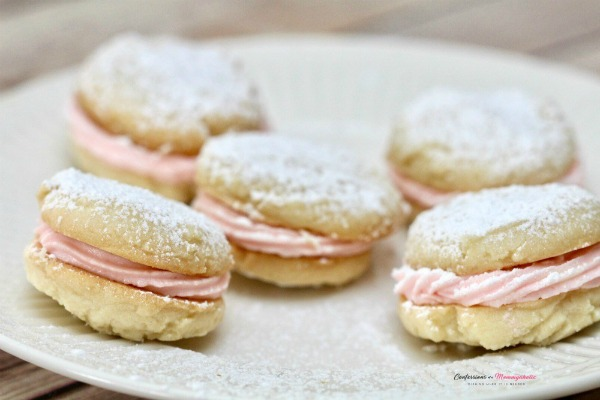 Peppermint Buttercream Shortbread Sandwich Cookie Recipe - Confessions of a Mommyholic - HMLP 163 Feature