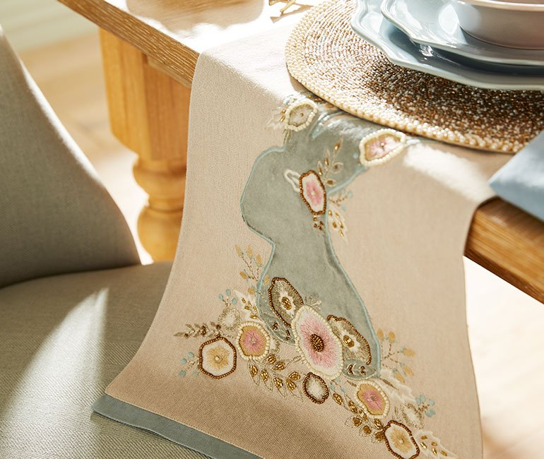 easter bunny table runner. Click to see more easter tablescape ideas