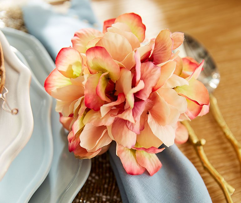 beautiful spring napkin ring. Click to see more easter tablescape ideas in the post!