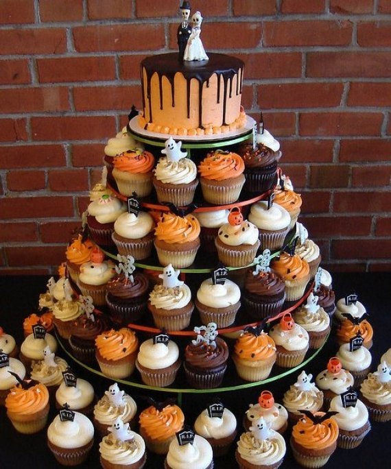 Halloween-wedding-cupcakes