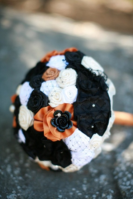 {Wedding Wednesday} Ten Hauntingly Beautiful Halloween Wedding Ideas